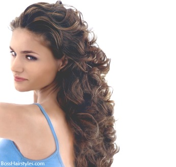 Cortes de cabello largo rizado en capas