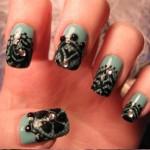 uñas verdes negras brillantes