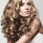 embedded_loose_curly_hairstyle