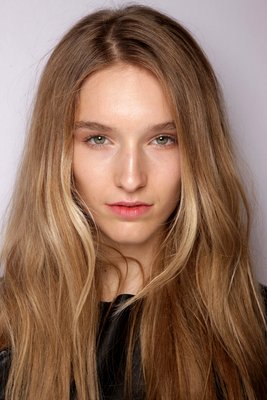 420x630xembedded_burberry-prorsum-natural-makeup.JPG.pagespeed.ic.fnNb3v566o
