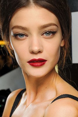 420x630xembedded_red-lips-dolce-and-gabbana.JPG.pagespeed.ic.tL9Na-U5tr