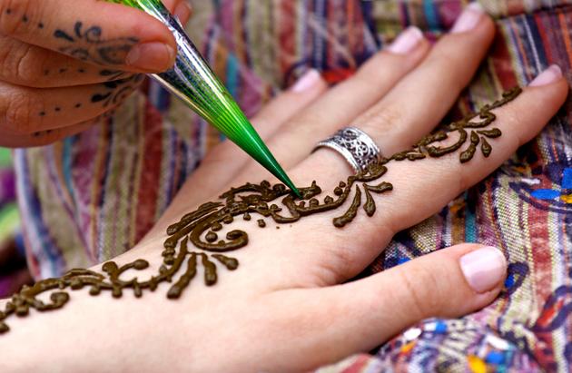 embedded_henna_hand_tattoo
