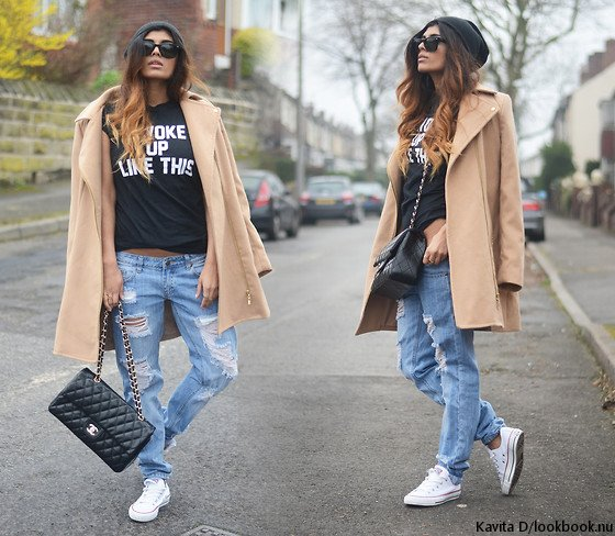 embedded_ripped_jeans