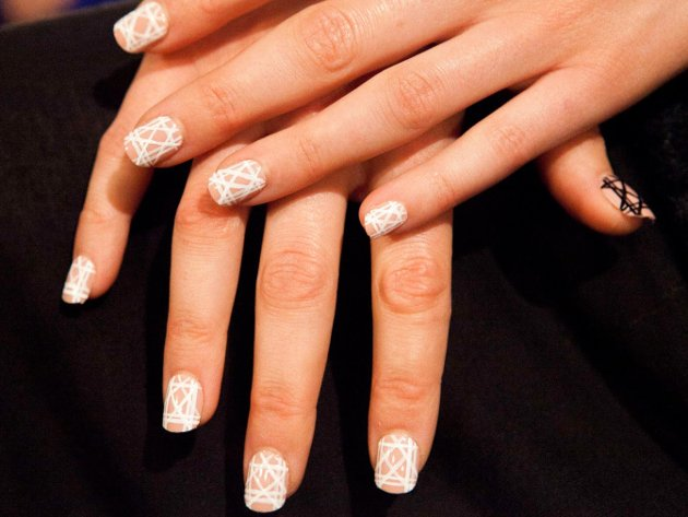 embedded_Angel_Sanchez_spring_2015_nail_trends