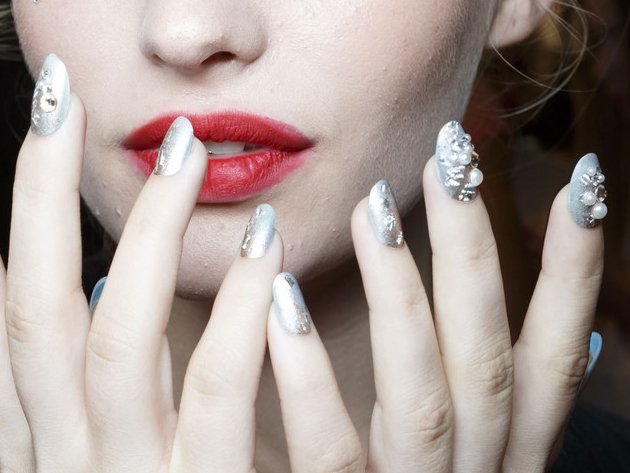 embedded_betsey_johnson_spring_2015_nail_trends