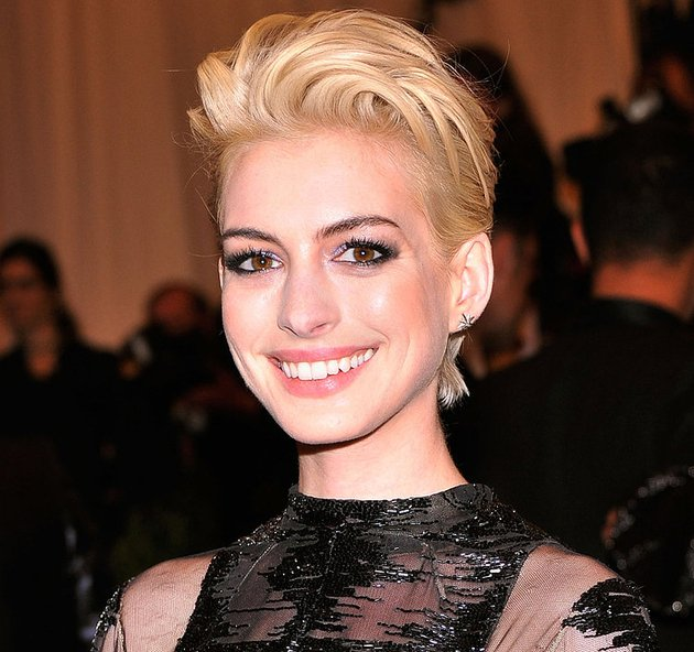 embedded_anne_hathaway_with_blonde_hair