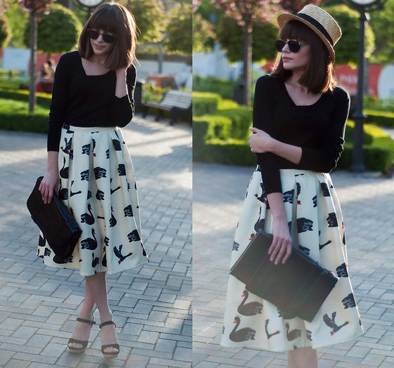 embedded_printed_midi_skirt