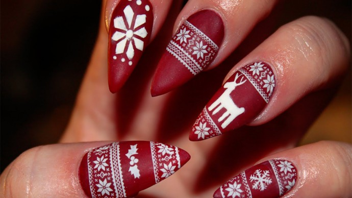 christmas-sweater-nails-iwrcqjir