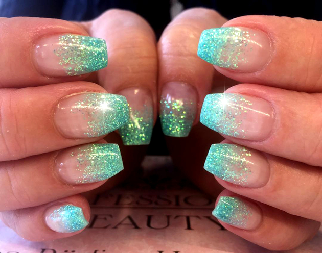 embedded_built_in_glitter_nails