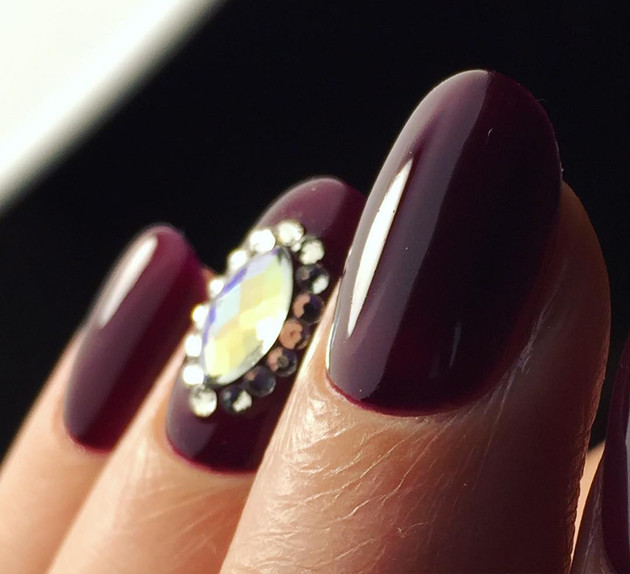embedded_burgundy_nail_color_trends