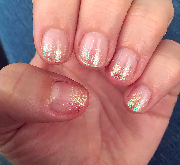 embedded_natural_nails_glitter_manicure
