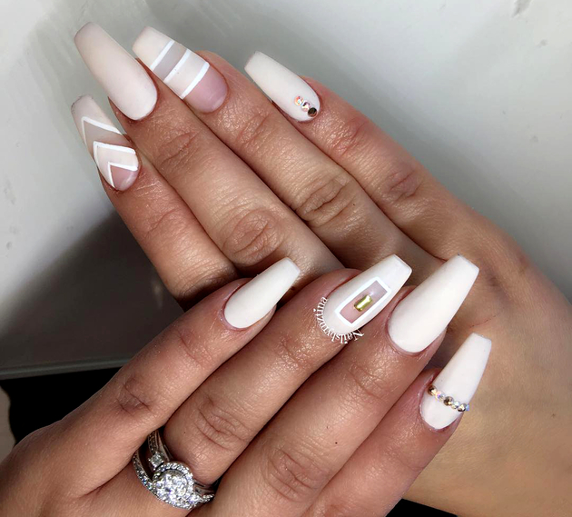 embedded_negative_space_white_nails