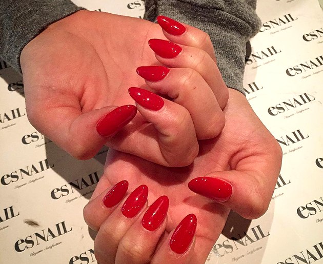embedded_red_nail_polish_trends_2016