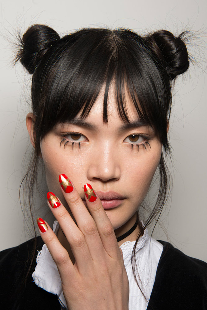 12-jeremy-scott-fall-2017-red-gold-star-nails