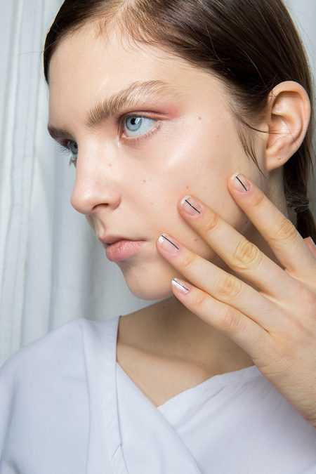 16-delpozo-fall-2017-ivory-nails-stripe-nails-minimal-design