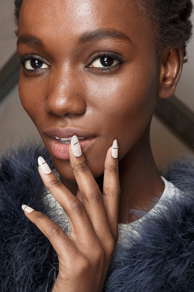17-cushnie-et-ochs-fall-2017-ivory-nails-silver-detail-minimal-design