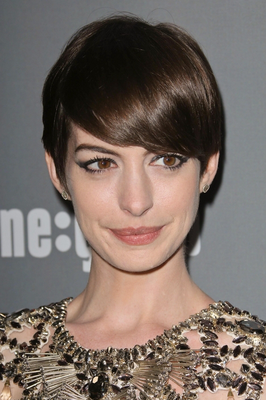 embedded_Anne_Hathaway's_pixie_short_hairstyle