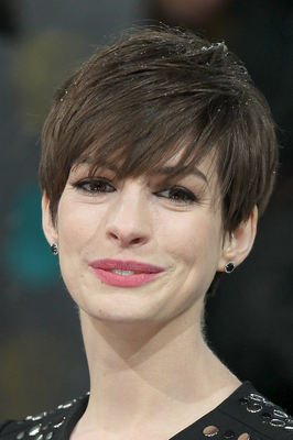 embedded_Anne_Hathaway's_short_hairstyle