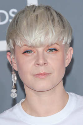 embedded_Robyn's_short_hairstyle