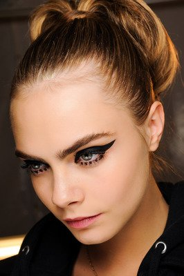 420x630xembedded_cat-eyeliner-anna-sui.JPG.pagespeed.ic.Uutghhlf8n