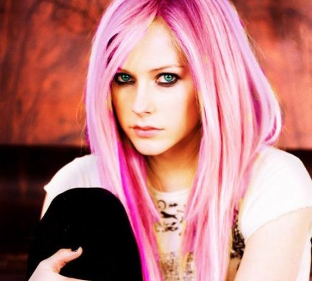 embedded_avril_lavigne_with_pink_hair_color