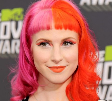 embedded_hayley-williams-with_pink_hair_color