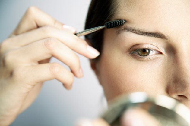 embedded_tricks_to_shape_eyebrows