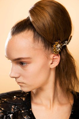 embedded_hair_brooch_fall_2015