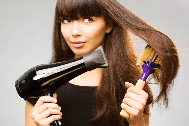 embedded_how_to_blow_dry_with_round_brush