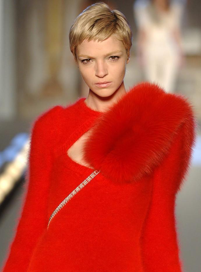 Mariacarla-Boscono-Short-Blonde-Hair