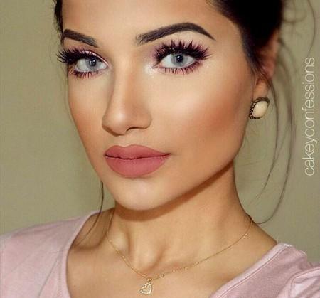 embedded_flushed_cheeks_makeup_look