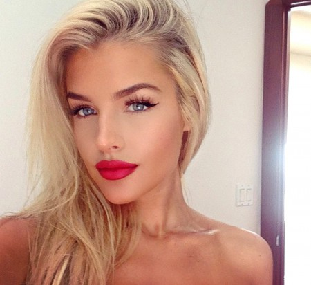 embedded_red_lips_makeup_for_blondes